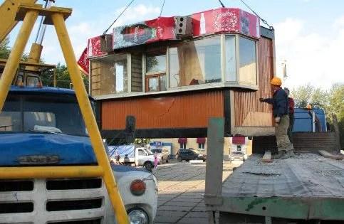 В Феодосии сносят незаконно установленные объекты