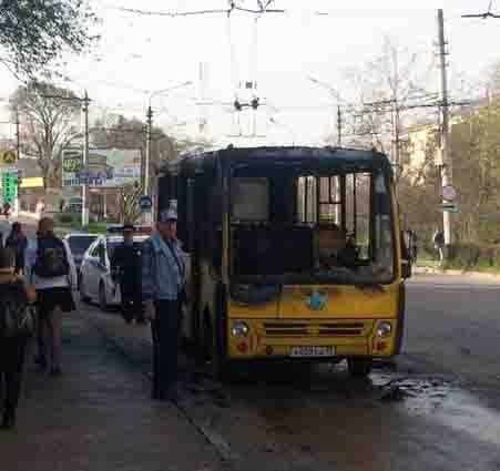 В Севастополе сгорел автобус2