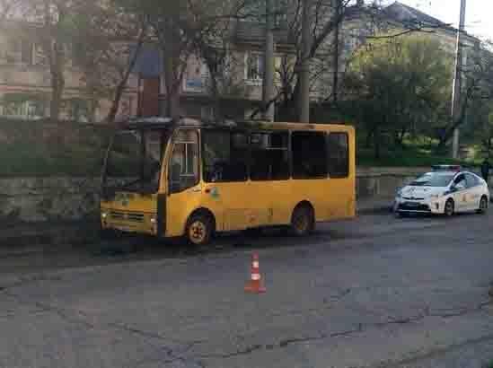 В Севастополе сгорел автобус1