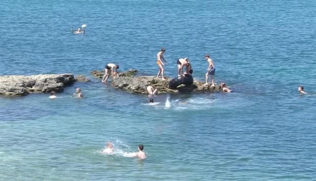 """""""Дикое"""" побережье Севастополя: отдых на грани, таблички и вандалы..."""