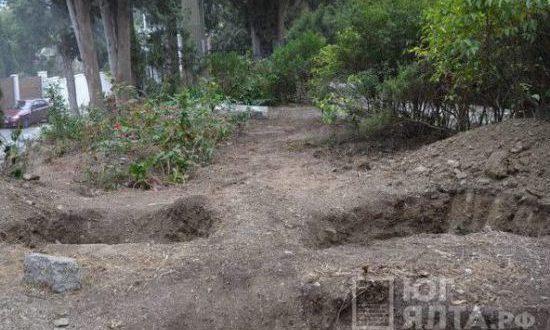 Ялта: у входа на Поликуровское кладбище нашли захоронение