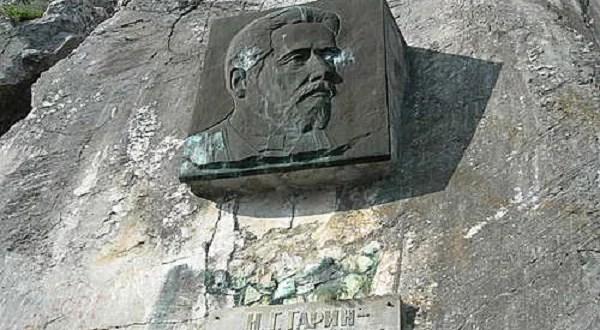 Близ Севастополя исчез барельеф писателя Гарина-Михайловского
