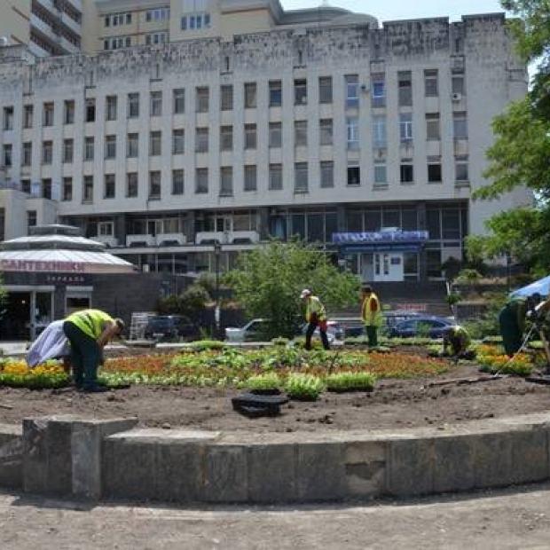 Центр Ялты: был фонтан — есть клумба