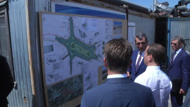 "Дмитрий Медведев в Севастополе: развязка на 5 км - ""Быстрее сдавайте!"""