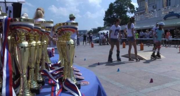 """Роллер-фестиваль в Севастополе - """"на колёсах"""" и взрослые, и дети"""