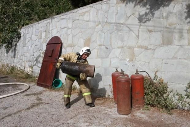 Под Алуштой на пожаре погибла женщина