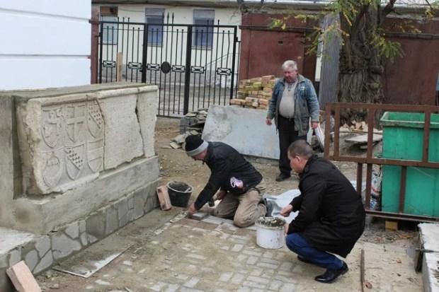 В Феодосийском музее древностей реконструируют Лапидарный дворик