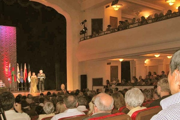 Мнение: Александр Лебедев о ситуации вокруг театра им.А.П.Чехова в Ялте