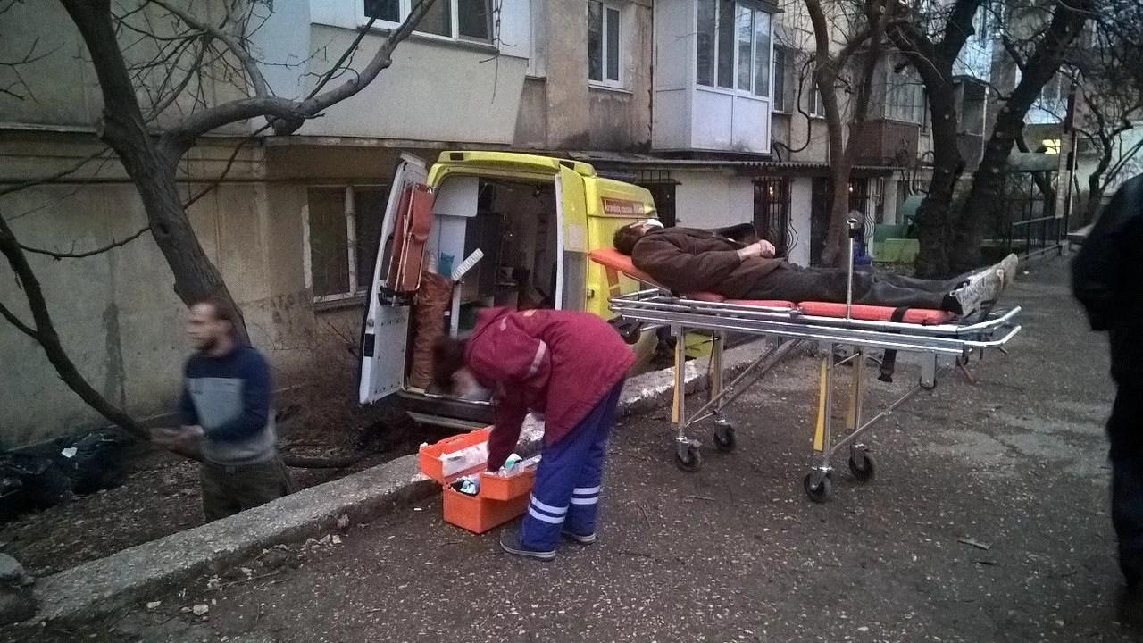 ВСевастополе автомобиль мед. сотрудников  протаранил дом