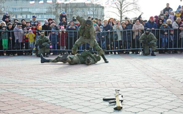 23 февраля в Симферополе и Севастополе: День защитника Отечества и День народной воли