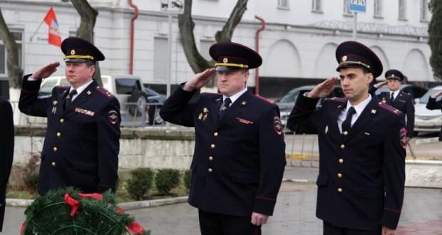 В День защитника Отечества правохранители Севастополя почтили память погибших товарищей
