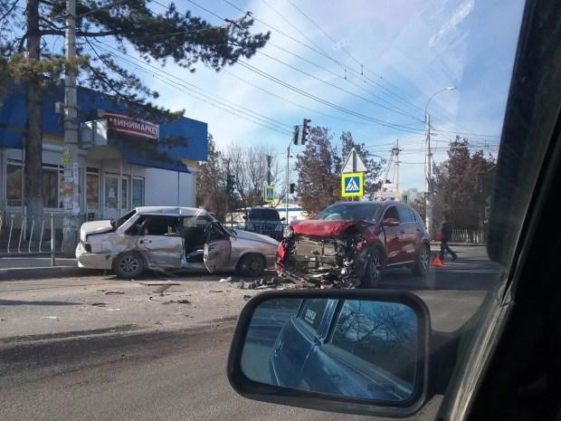 ДТП в Добром, 13.02. Фото: ВК, Автопартнер Крым