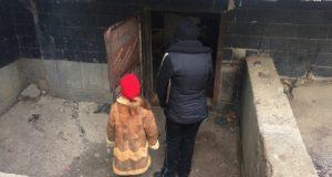 В Керчи семилетняя девочка месяц жила в подвале с бомжами
