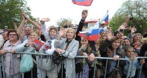 Почти две трети россиян считают присоединение Крыма к России полезным
