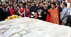 Царь-Пасха в Симферополе - 250 килограммов ароматного лакомства