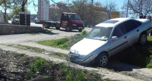 """ДТП в Крыму: 25 апреля. Троллейбус """"уронил"""" пассажира в салоне, а автобус """"выронил"""" на дорогу"""