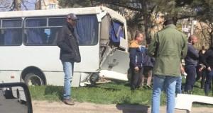 Тяжелое ДТП в Симферополе. 10 пассажиров маршрутки госпитализированы