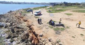 """Севастопольские спасатели спасали берег и акваторию """"дикой"""" Омеги от мусора"""