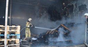 Утренний пожар в Севастополе. Горел торговый центр «Апельсин»