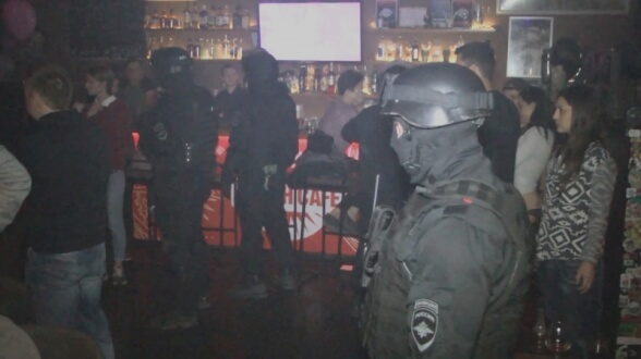 В ночных клубах Крыма ищут наркоманов