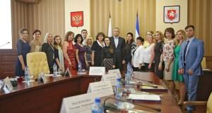 Сергей Аксёнов наградил крымских педагогов