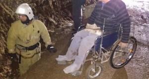 Спасатели в Саках ночью вытащили инвалида-колясочника из траншеи