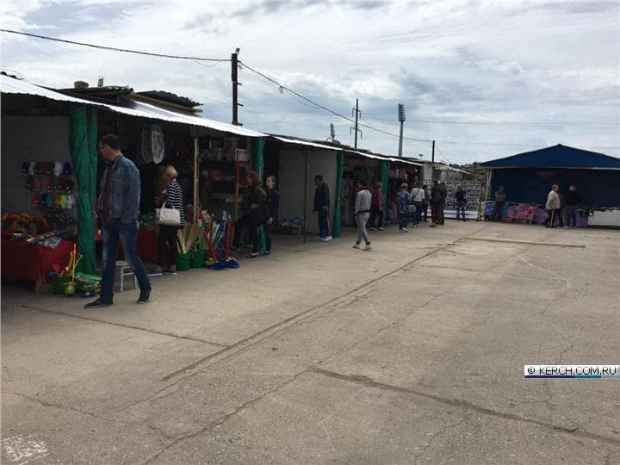 """""""Китайский рынок"""" в Керчи открылся, но продавцов пока мало"""