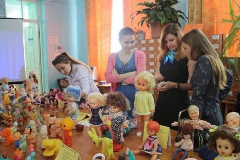 Выставка старинных кукол в Гуманитарно-педагогической академии КФУ им.Вернадского