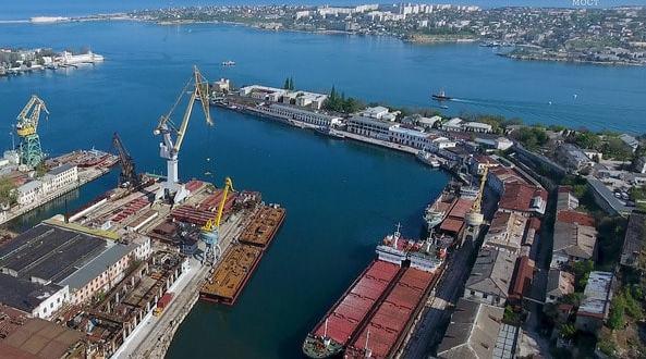К месту монтажа арки Керченского моста доставят плавучие опоры