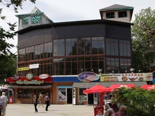 В Симферополе на площади Куйбышева снесут ТЦ «Куб» и стихийный рынок