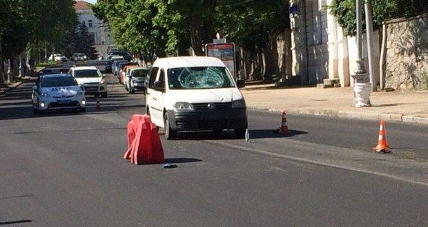 ДТП в Крыму: 4 и 5 июня. Столб, кювет, мопед и пешеходы мешали на дороге автомобилистам