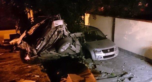 Ночная авария в Симферополе: машина всмятку - четверо в больнице