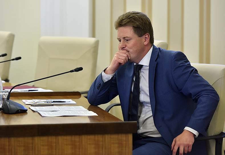 «Минченко Консалтинг»: Овсянников в Севастополе — чужой «мужчина в солидном костюме», но победит