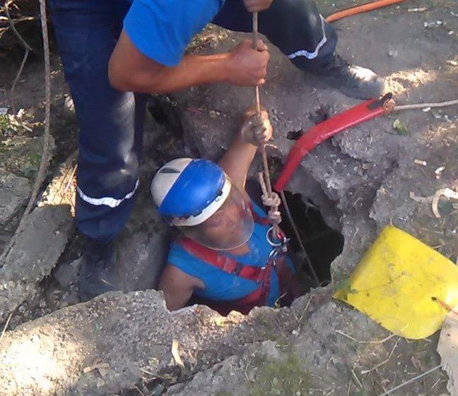 На трассе Ялта-Евпатория в люк ёмкости для топлива провалилась женщина