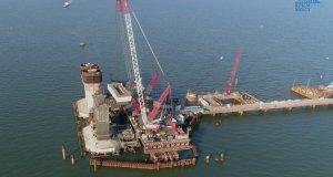 Строители Керченского моста приступили к очередному этапу - обустраивают фарватерные опоры