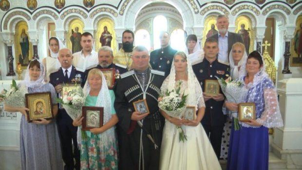 В Севастополе венчались казачьи пары