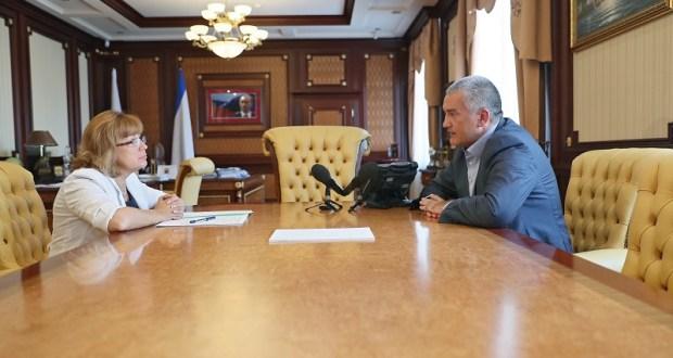 Глава Крыма обещает проверить, как начисляется зарплата в школах и больницах Республики