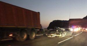 """Серьёзное ДТП в районе Ласпи: иномарка столкнулась с грузовиком. """"Морды"""" у легковушки нет..."""