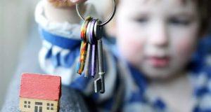 Сделки с недвижимостью сирот должны заверяться нотариусом