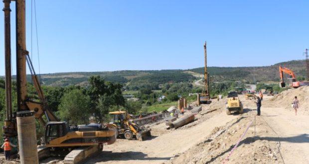 Разрушенный оползнем участок трассы под Севастополем сегодня… не сдали