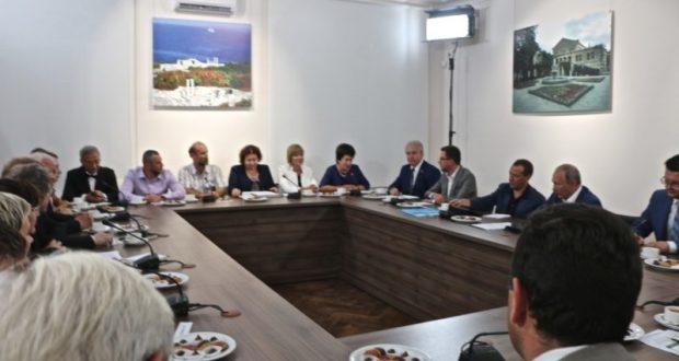 Странности пиара в Севастополе. Спикера Заксобрания «приклеили» к Путину вместо Медведева