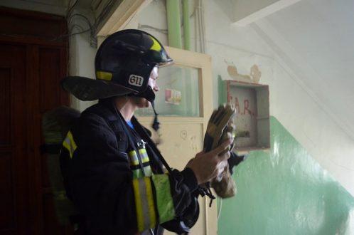 Севастопольские спасатели эвакуировали 20 человек и предотвратили крупный пожар в общежитии