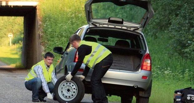 Российских водителей обяжут носить светоотражающие жилеты