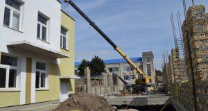Глава администрации Симферополя Игорь Лукашев проверил строительство детсада №30 «Березка»