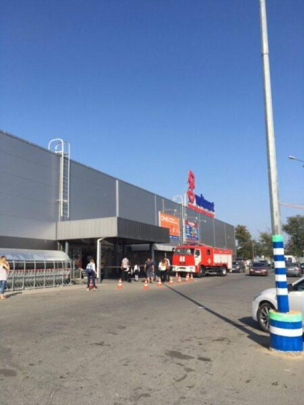 """Фото: ВК, прошла эвакуация в ТЦ """"Меганом"""""""