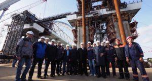Установку автодорожной арки Керченского моста увидели лидеры думских фракций
