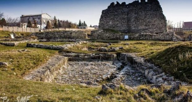 """На территории заповедника """"Неаполь Скифский"""" в Симферополе обнаружили половецкое погребение"""