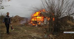 """В Керчи владелец участка, который заберут под строительство трассы """"Таврида"""", сжёг дом"""