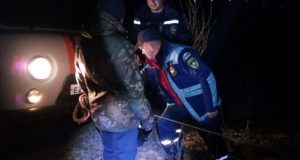 "УАЗ - не вездеход: на Белогорском водохранилище ""засел"" в грязи"