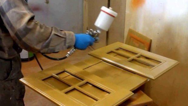 Новая жизнь старых кухонных гарнитуров - реставрация фасадов